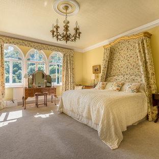 На фото: спальня в викторианском стиле