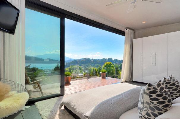 Modern Bedroom by Dawna Jones Design
