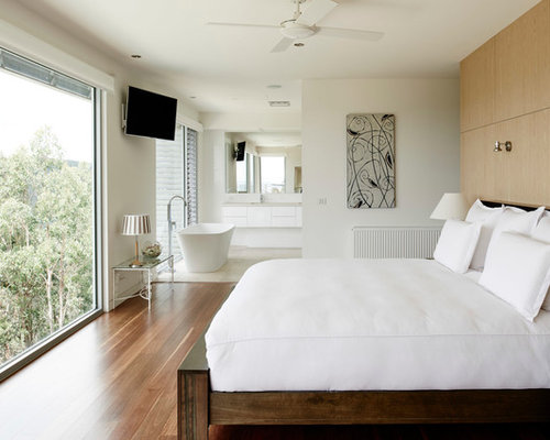 Design Ideas For A Contemporary Master Bedroom In Geelong.