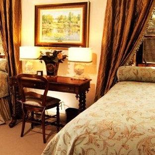 Imagen de habitación de invitados mediterránea, grande, con paredes beige, suelo de piedra caliza, marco de chimenea de piedra y suelo beige