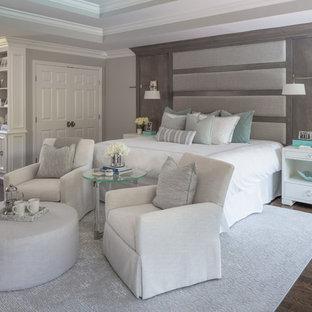 Idéer för mycket stora vintage huvudsovrum, med grå väggar, mellanmörkt trägolv, en standard öppen spis, en spiselkrans i trä och brunt golv