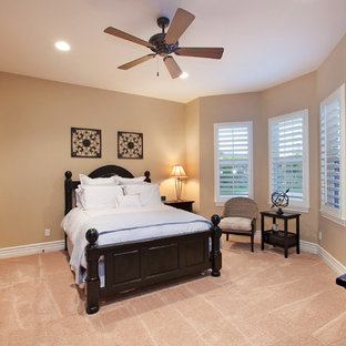 Example of a classic bedroom design in San Diego