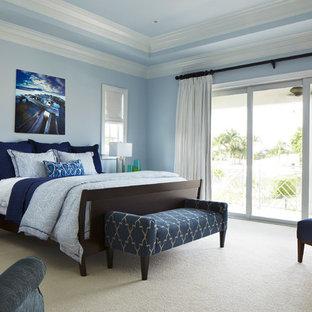Bedroom - tropical bedroom idea in Miami