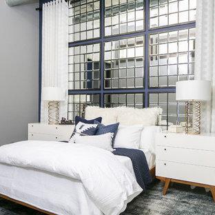 Idéer för ett mellanstort industriellt sovrum, med blå väggar