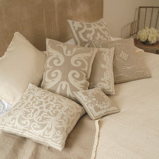 Inspiration for a small cottage guest bedroom remodel in London with beige walls
