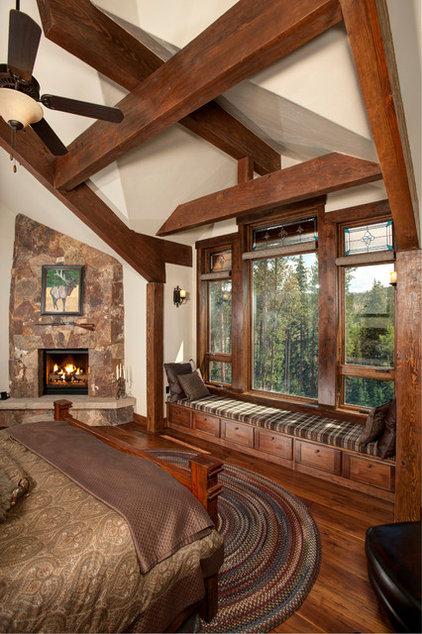 Rustic Bedroom by Rockridge Building Company
