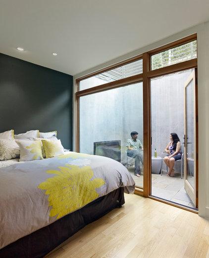 Modern Bedroom by yamamar design