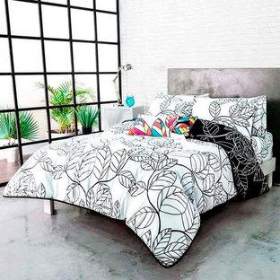 Diseño de dormitorio principal, minimalista, pequeño, con paredes blancas y suelo blanco