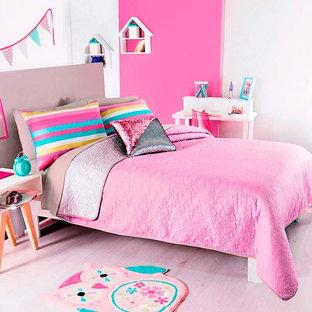 Foto de dormitorio principal, moderno, pequeño, con paredes blancas y suelo beige