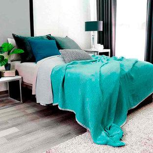 Imagen de dormitorio principal, actual, pequeño, con paredes grises y suelo gris