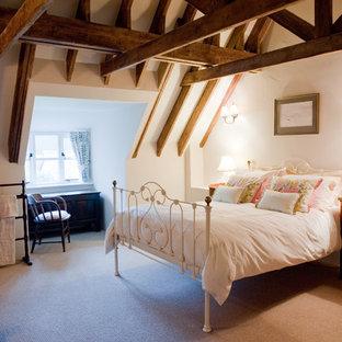 ドーセットのトラディショナルスタイルのおしゃれな寝室のレイアウト