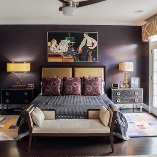 Foto di una grande camera matrimoniale minimal con pareti viola, parquet scuro, nessun camino e pavimento marrone
