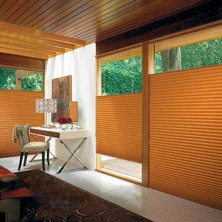 ソルトレイクシティの広いトラディショナルスタイルのおしゃれな主寝室 (白い壁、磁器タイルの床) のレイアウト