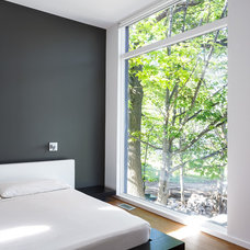 Modern Bedroom by Christopher Simmonds Architect