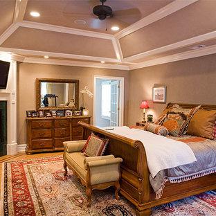 На фото: спальня в классическом стиле с подвесным камином с
