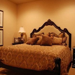 ラスベガスの地中海スタイルのおしゃれな寝室のレイアウト