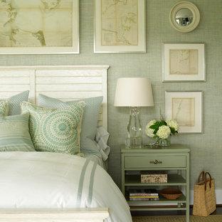 Esempio di una camera matrimoniale stile marinaro con pareti verdi