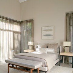 modern bedroom by Betty Wasserman