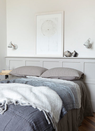 Modern Bedroom by Anna Burles