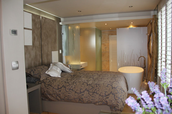 Contemporary Bedroom by Eastlec
