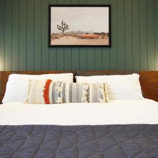 Imagen de dormitorio principal y machihembrado, rústico, de tamaño medio, machihembrado, con paredes verdes, suelo de cemento y machihembrado