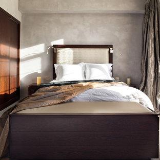 Modernes Schlafzimmer ohne Kamin mit grauer Wandfarbe und Teppichboden in London