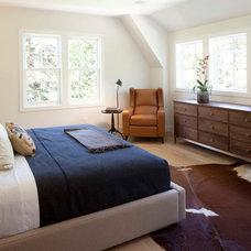 Contemporary Bedroom by Elevation