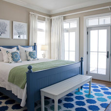 Beach Style Bedroom by Riverside Designers