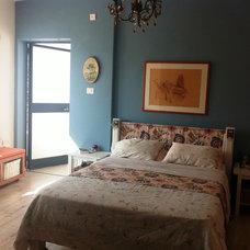 Eclectic Bedroom by STudio -Sendy & Tal interior designers