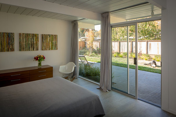 Midcentury Bedroom by building Lab, inc.
