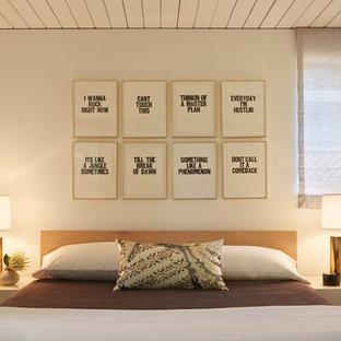 Idéer för ett 50 tals sovrum, med vita väggar