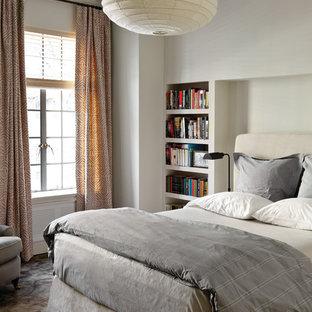 Esempio di una camera da letto minimalista con pareti beige