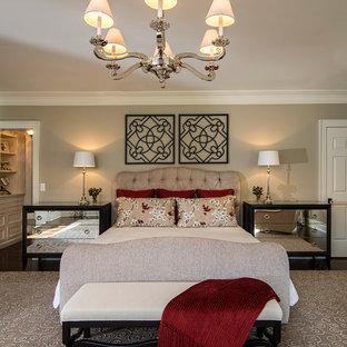 На фото: хозяйская спальня в классическом стиле с серыми стенами и темным паркетным полом без камина