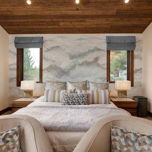 Imagen de dormitorio principal, rústico, de tamaño medio, con paredes beige, moqueta, chimenea de esquina, marco de chimenea de madera y suelo marrón