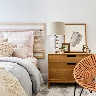Idées déco pour une chambre parentale scandinave de taille moyenne avec un mur blanc.