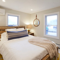Beach Style Bedroom by Brunelleschi Construction
