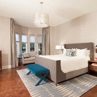 На фото: хозяйская спальня среднего размера в стиле современная классика с бежевыми стенами, паркетным полом среднего тона и оранжевым полом с