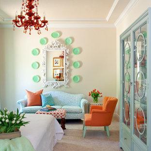 リトルロックの小さいエクレクティックスタイルのゲスト用寝室の画像 (ベージュの壁、カーペット敷き、ベージュの床)