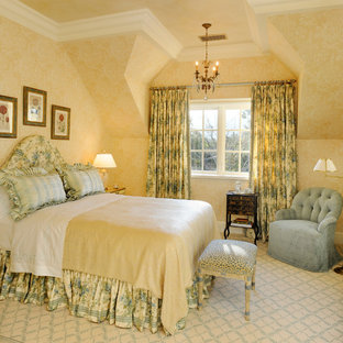 Design ideas for a traditional guest bedroom in San Francisco with green walls, carpet and beige floor.