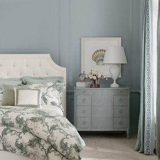 Diseño de dormitorio principal, marinero, grande, sin chimenea, con paredes grises, suelo vinílico y suelo beige