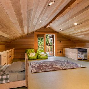 Foto de habitación de invitados rústica, extra grande, con suelo de corcho
