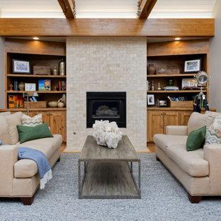 デンバーの中くらいのラスティックスタイルのおしゃれな寝室 (青い壁、無垢フローリング、標準型暖炉、金属の暖炉まわり)