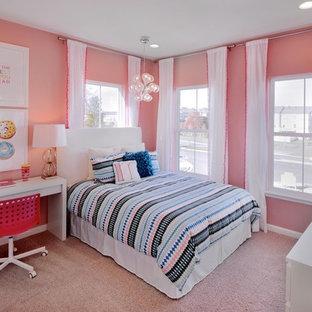 ワシントンD.C.のコンテンポラリースタイルのおしゃれな寝室 (ピンクの壁、カーペット敷き) のレイアウト
