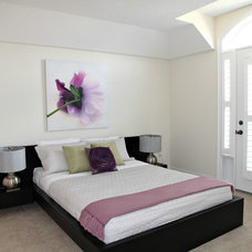 Contemporary Bedroom by Feels Like Home 2 Me~ Home Staging in Toronto West