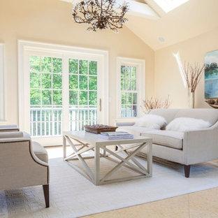 Ejemplo de dormitorio tipo loft, de estilo de casa de campo, de tamaño medio, con paredes beige, suelo beige y suelo de mármol