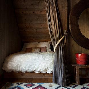 サクラメントのラスティックスタイルのおしゃれな寝室