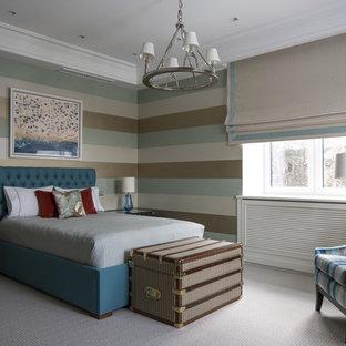 Идея дизайна: спальня в стиле современная классика с разноцветными стенами, ковровым покрытием и серым полом