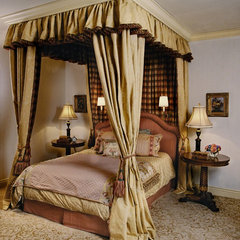 traditional bedroom by Just Joh