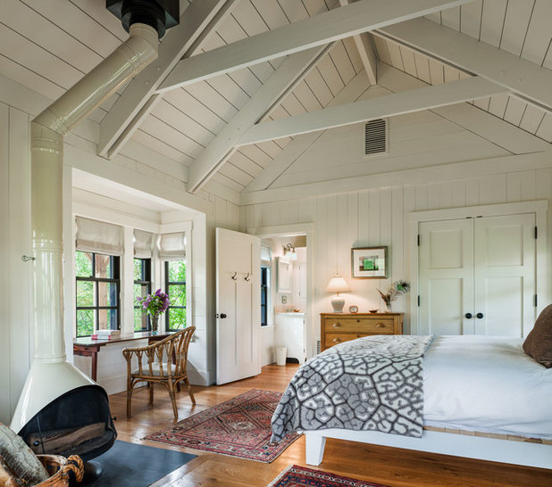 Farmhouse Bedroom by Reed Axelrod Architects