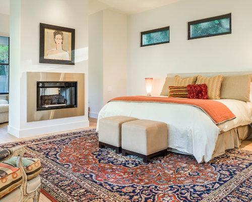 Camera da letto in campagna con camino bifacciale foto e for Camera padronale di campagna francese